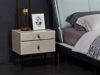 玛蒂芙 现代简约 油漆 板木结构 五金脚 米色 床头柜
